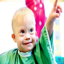 child-down-syndrome-first-hair-snip-its-1